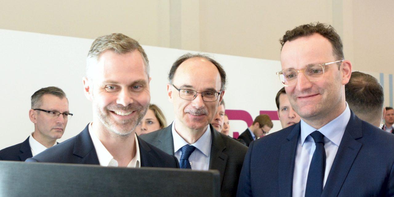 DMEA 2019: Bundesgesundheitsminister Jens Spahn informiert sich am Landesgemeinschaftsstand Nordrhein-Westfalen