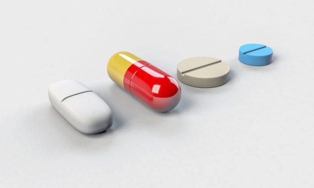Ärzte und Apotheker informieren gemeinsam, was bei der Einnahme verschiedener Arzneimittel zu beachten ist